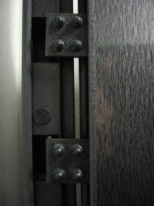 Внутренние (скрытые) петли входной двери
