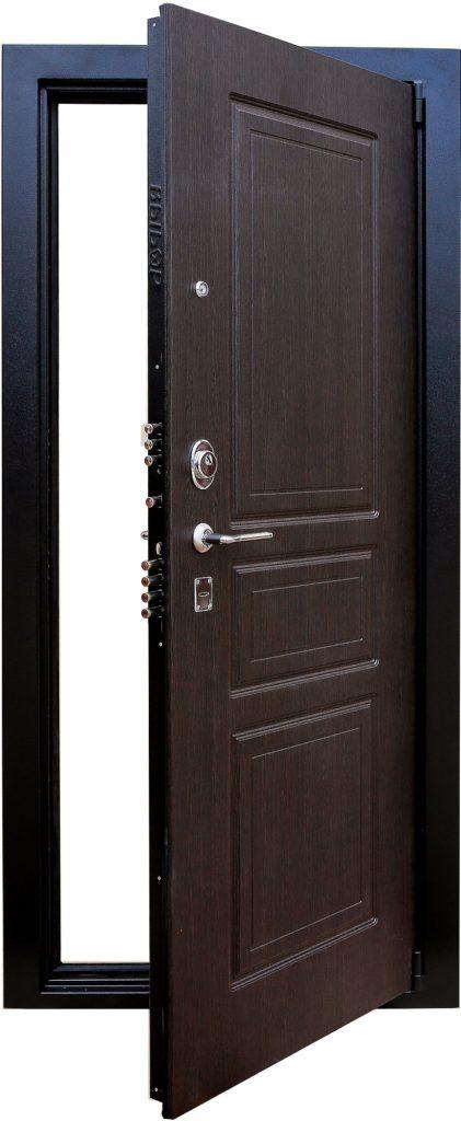 выбор металлической входной двери с зеркалом