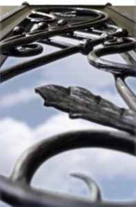 Ковка двери Гранит Коттедж крупным планом