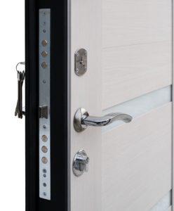 Входная дверь Ультра со светлой панелью